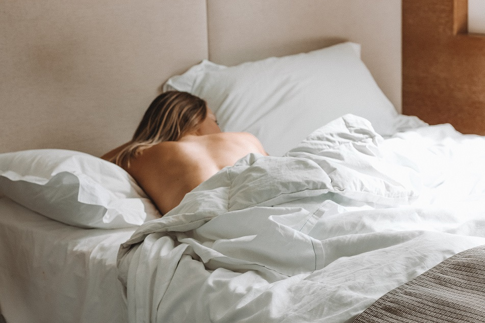 Dump Your Bedclothes – 20 Benefits of Sleeping Naked